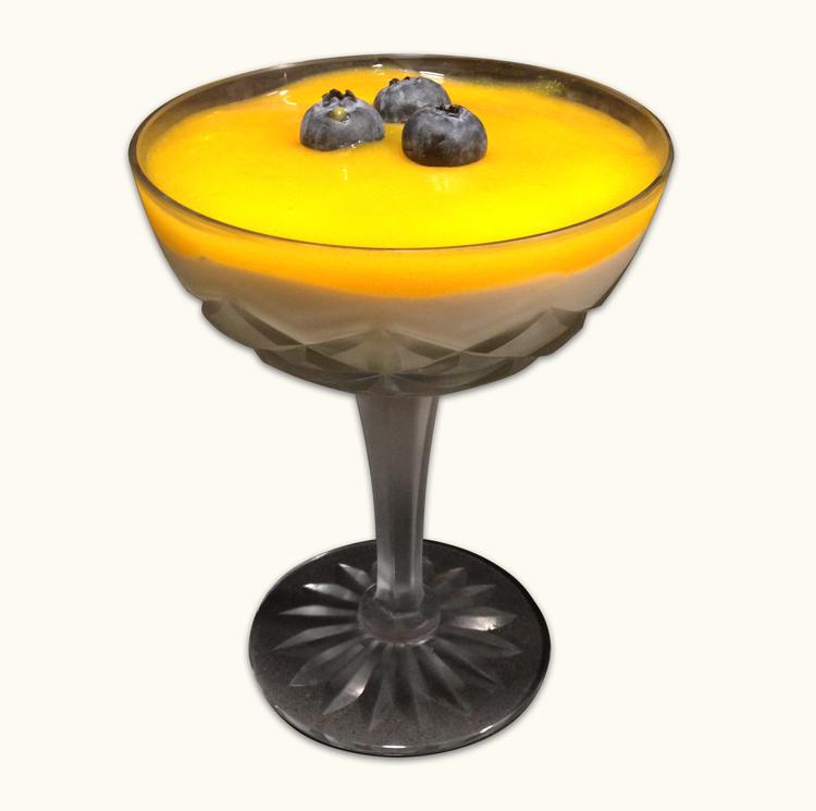 Mouse de yogur con mango