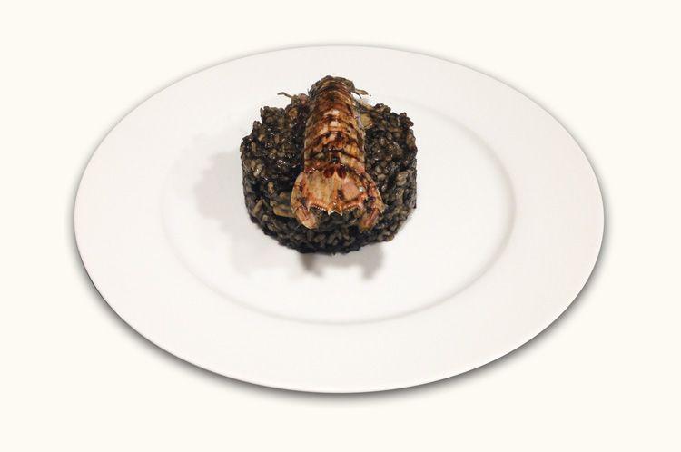 imagen de Paella de pescado en su tinta