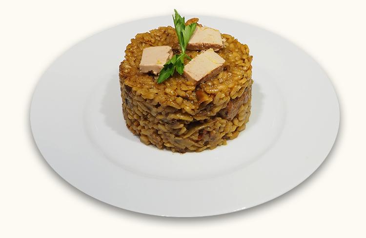 Paella de carne y foie